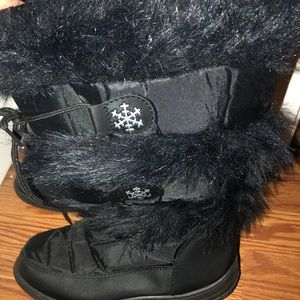 Shoes - Black Winter Boots with fur and snowflakes!